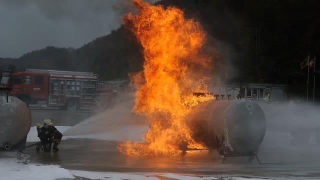 Feuerwehr Schaffhausen löscht einen Öltank