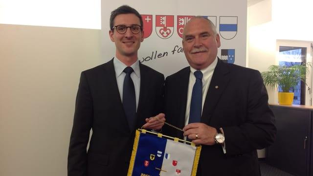 Silvio Coray und Urs Dickerhof, Präsident des IFV.