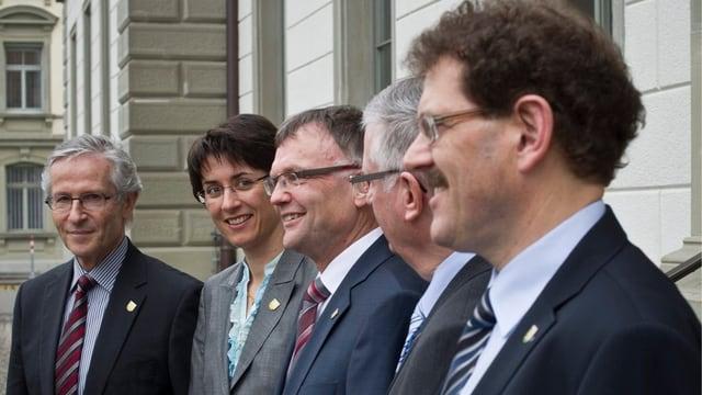 Die fünf Mitglieder der Thurgauer Regierung stehen nebeneinander.