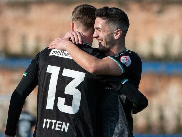 Zwei Spieler des FC St. Gallen.
