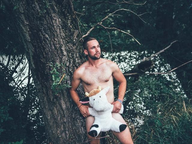 Sandro (26) aus Hünenberg: «An mir gefallen mir am besten die Oberarme, die Augen und der Bart, den ich sehr Pflege.»