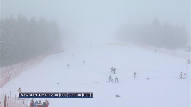 Auf der Piste ist dichter Nebel auszumachen.