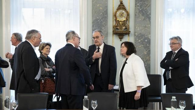 Bundesrat Guy Parmelin lädt in Bern zum Krisengipfel mit Wirtschaft, Gewerkschaften und Kantonen.