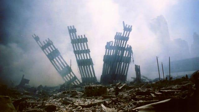 Die Überreste der eingestürzten Twin Towers in New York.