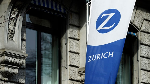 Bandiera da l'assicuranza Zurich vid ina chasa.
