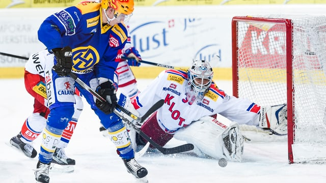 Perttu Lindgren dal HCD curt avant il 4:1.
