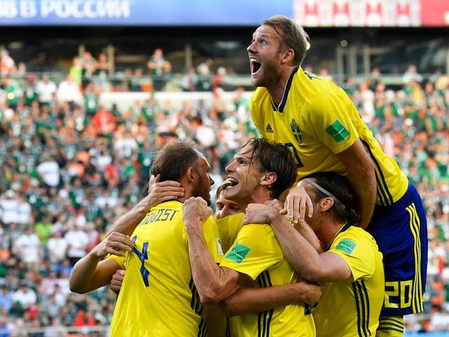 Schwedische Spieler jubeln.