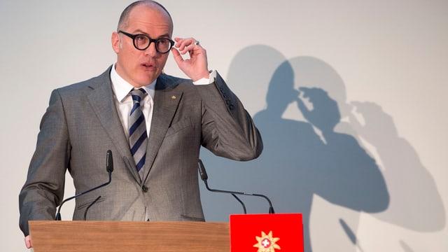 Jürg Schmid, il directur da Svizra Turissen durant la conferenza da medias.