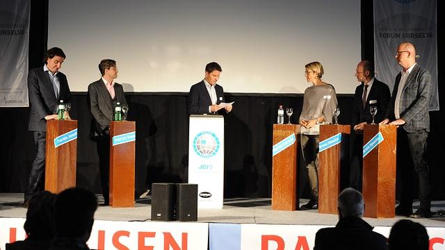 Curdin Janett, Patrick Senn, Otmar Seiler (moderatur), Flurina Caveng, Bruno Hensler ed Armin Spesch (da san.)