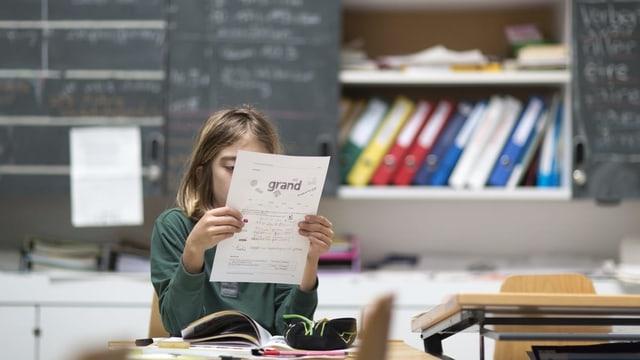Schülerin in der Tagesschule (Zürich 2015).