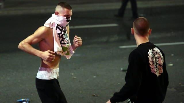 Zwei polnische maskierte Hooligans.