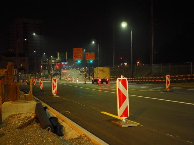 Brücke und Lastwagen