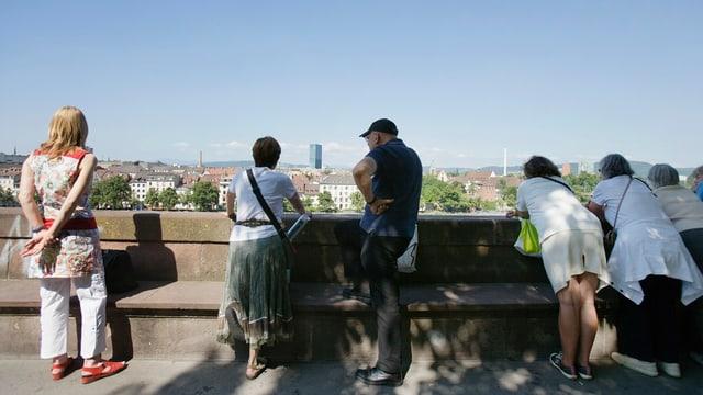 Touristen im Sommer, in Basel an der Pfalz.