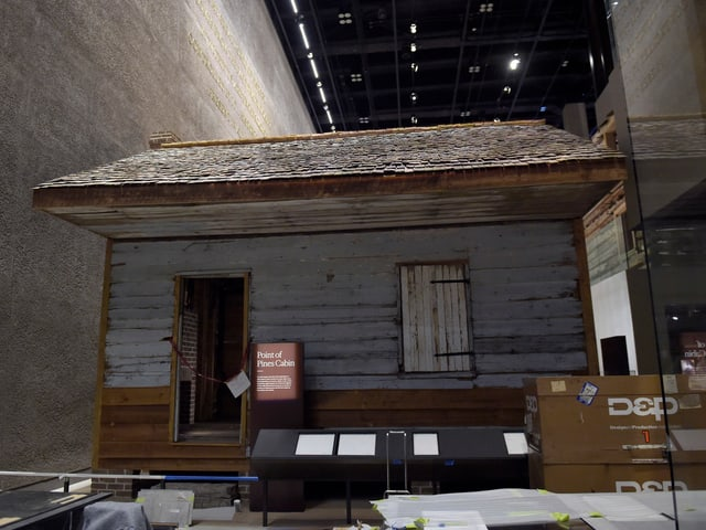 Sklavenhütte als Ausstellungsstück im Museum