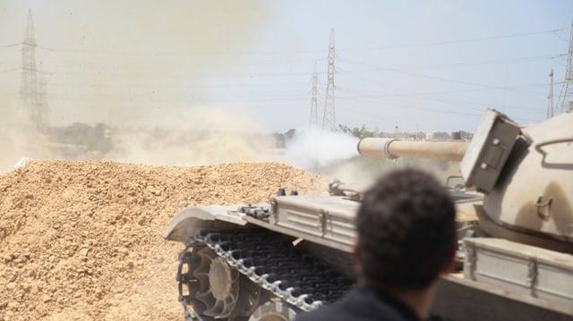 Ein Panzer im Gefecht