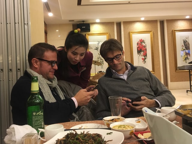 Reporter im nordkoreanischen Restaurant.