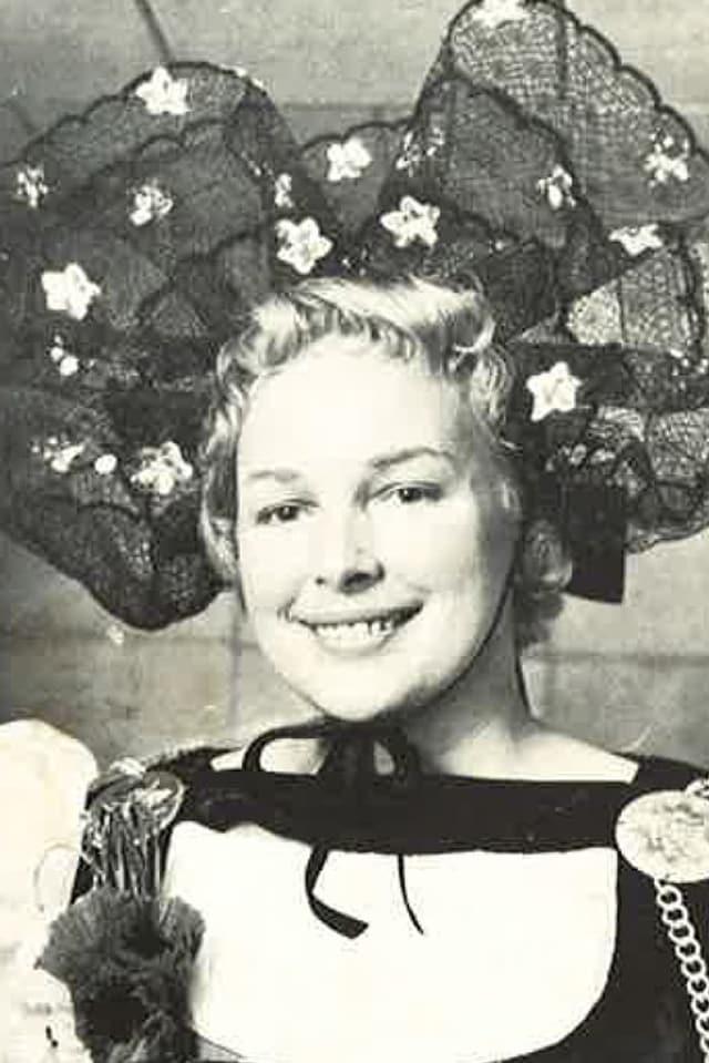Therese Wirth-von Kaenel in eindrücklicher Tracht.
