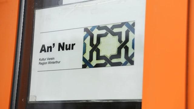 An'Nur-Schriftzug an Tür