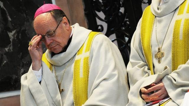 Der Churer Bischof während einer Messe.