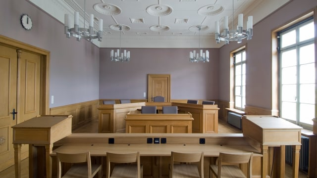 Blick in den leeren Gerichtssaal von Bülach