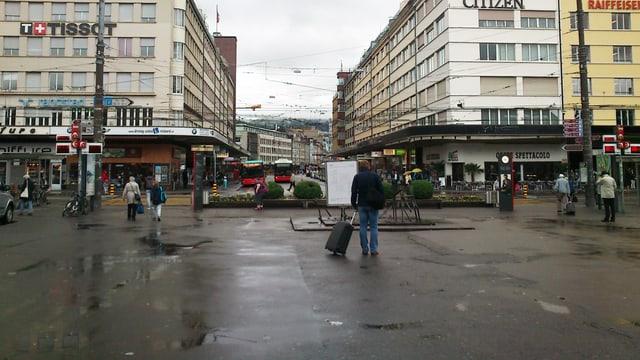 Der Bahnhofplatz.