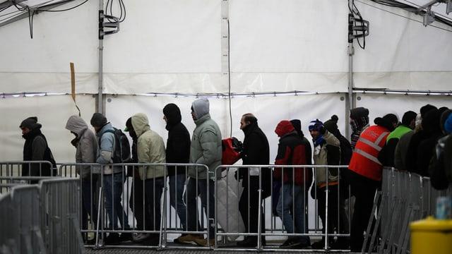 Asylsuchende in Zelt in Deutschland