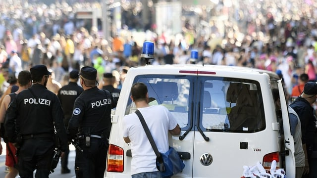 La polizia ha arrestà radund 78 persunas a l'ur da la Street Parade.
