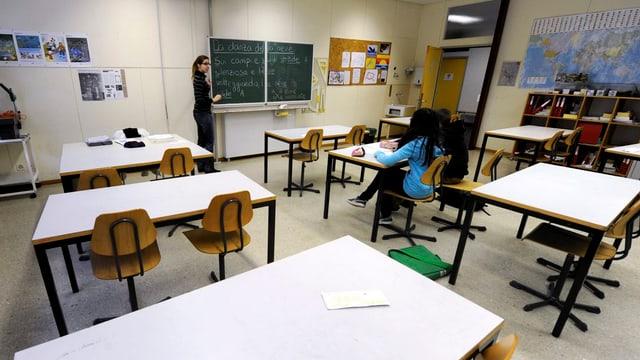 Zwei Schüler in Klassenzimmer