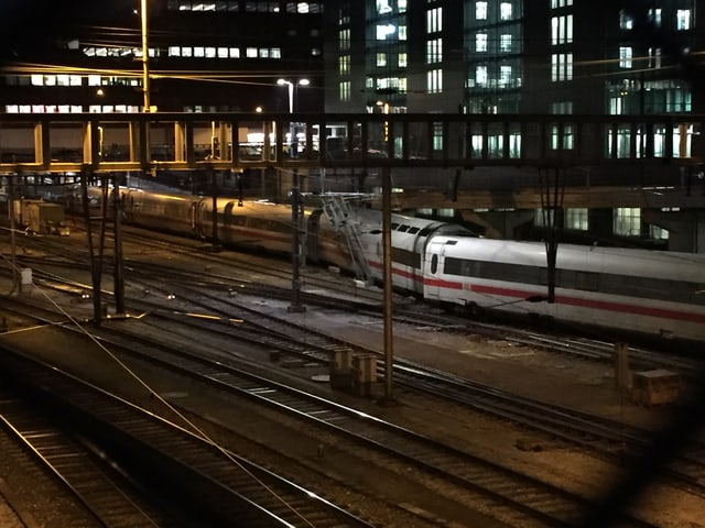 Am Mittwochabend ist bei der Einfahrt in den Bahnhof Basel ein ICE-Zug aus Hamburg entgleist.