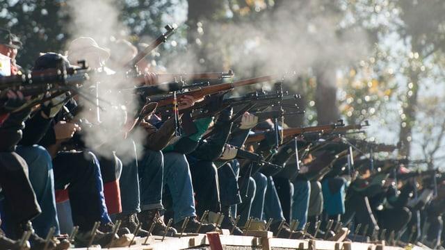 Schützen bei Rütlischiessen