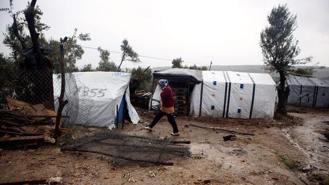 Zeltlager ausserhalb des Flüchtlingslagers Moira auf der griechischen Insel Lesbos.