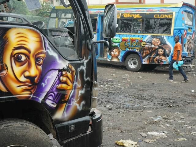 Parkplatz für Matatu-Busse in Nairobi.