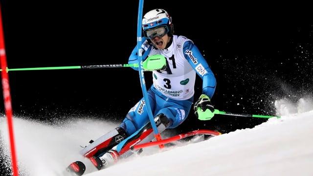 Il Norvegiais Henrik Kristoffersen cumbatta per la victoria dal slalom da notg a Schladming.