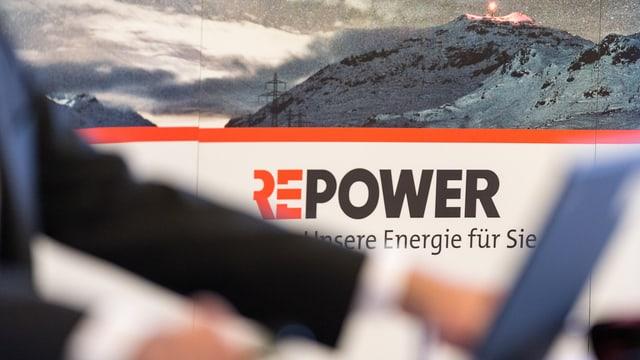 Repower Logo im Hintergrund und