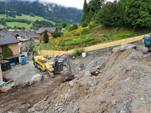 In excavatur mellen chava il fundament.