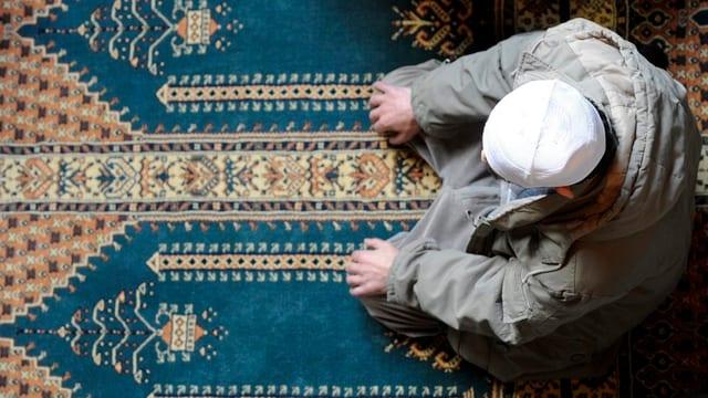 Ein Moslem bereitet sich auf das Gebet vor