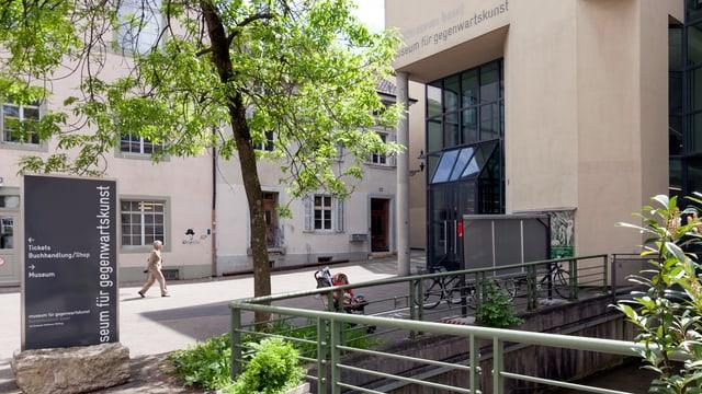 Der Eingang der Museums für Gegenwartskunst.
