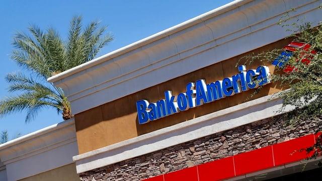Ein Gebäude mit dem Schriftzug: Bank of America.