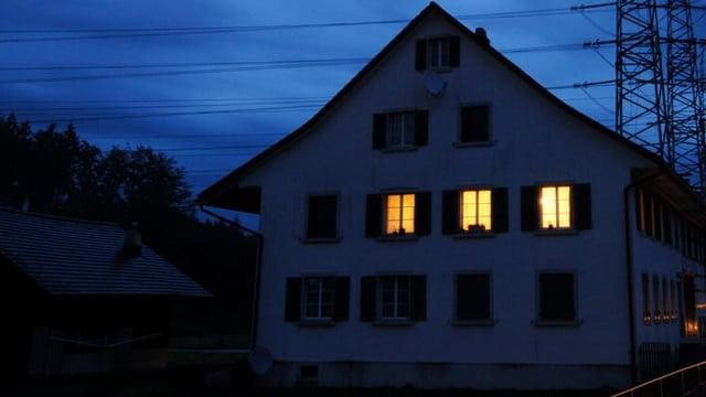 Ein Haus in der Dämmerung