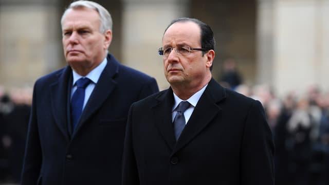Hollande und Ayrault schwarz gekleidet; Aufnahme vom 7.März 2013 anlässlich der Trauerfeier für Stéphane Hessel.