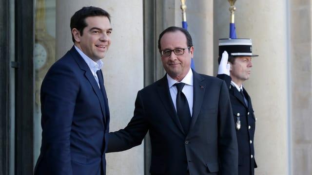 Tsipras und Hollande vor dem Elysée-Palast