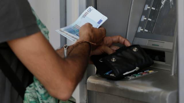 Automat da banca en Grezia.