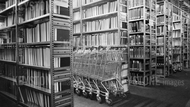 Viele Büchergestelle mit vielen Büchern im Keller der Zentralbibliothek