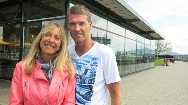 Katrin und Gavin Bentley auf der Grossen Schanze in Bern.