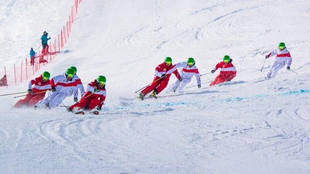 Furmaziun dad 8 magister da skis.