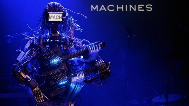 Ein Roboter mit Gitarre