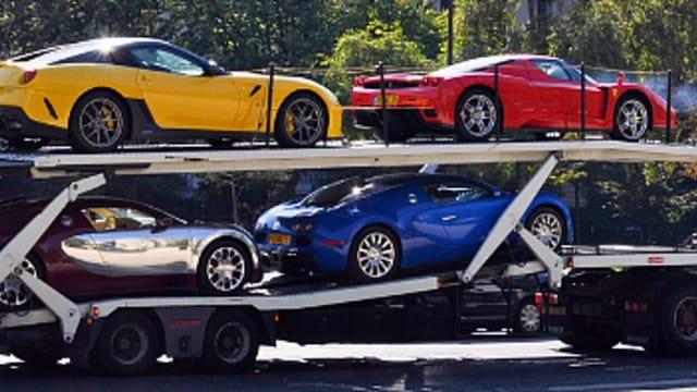 Autos auf Tieflader