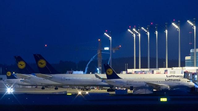 Aviuns da la Lufthansa sin la plazza aviatica a Minca.