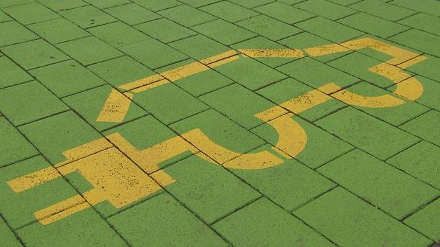 Ladestationzeichen am Boden