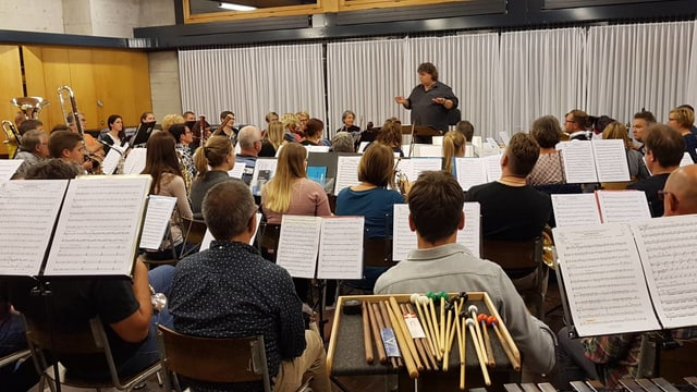 Orchester am Üben.